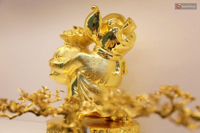Tượng heo vàng giá hàng trăm triệu đồng được người Sài Gòn săn lùng để chơi Tết Kỷ Hợi 2019 - Ảnh 6.