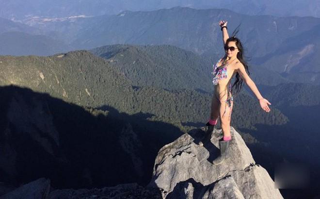 Chuyên mặc bikini leo núi, cô gái bất ngờ gọi điện thoại cầu cứu sau khi gặp sự cố