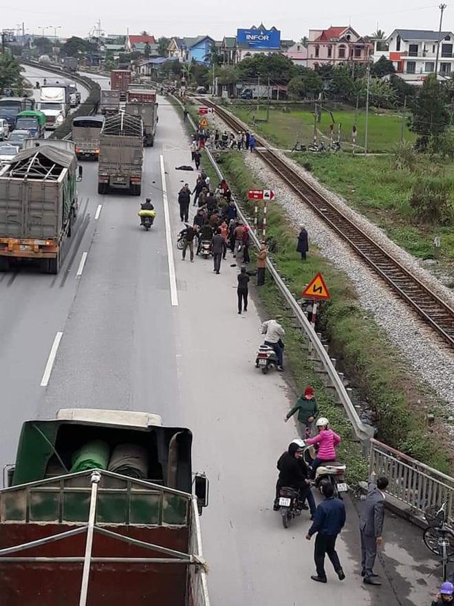 Tai nạn thảm khốc ở Hải Dương: Đoàn người đi đưa tang bị xe tải đâm, 8 người tử vong - Ảnh 2.