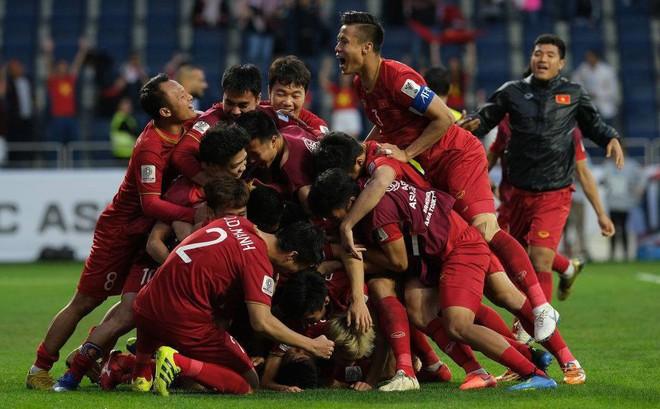 TRỰC TIẾP Việt Nam vs Nhật Bản: Đặt niềm tin vào tam tấu Công Phượng, Quang Hải, Văn Đức