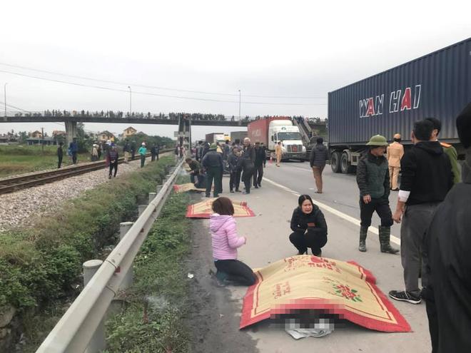 Tai nạn thảm khốc ở Hải Dương: Đoàn người đi đưa tang bị xe tải đâm, 8 người tử vong - Ảnh 4.