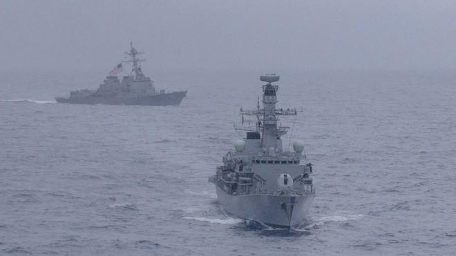 Mỹ-Anh tập trận chung ở Biển Đông: Kẻ kéo bè, người hoài cổ - ảnh 1