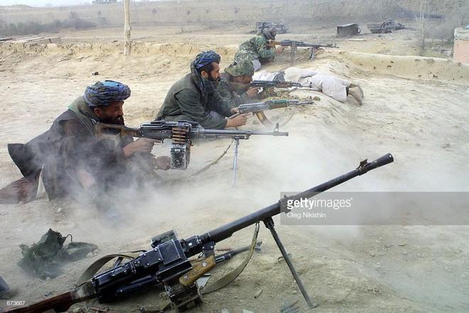 Taliban dồn dập khủng bố Afghanistan sau khi Mỹ tuyên bố rút quân: Thông điệp máu gửi tới Mỹ? - Ảnh 1.