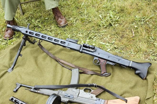 Mẫu súng máy Cưa Xương kinh hoàng nhất trong Thế chiến II - Ảnh 3.