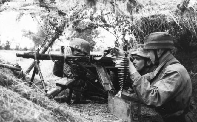 """Mẫu súng máy """"Cưa Xương"""" kinh hoàng nhất trong Thế chiến II"""