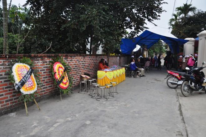 Khăn trắng phủ kín thôn Lương Xá Nam sau vụ tai nạn giao thông làm 8 cán bộ tử vong - Ảnh 4.