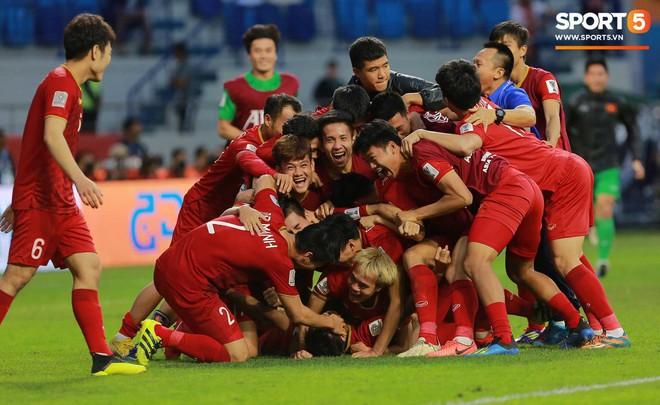 Bức thư khẩn gửi đội tuyển Việt Nam với phong cách chuyên Sử gây sốt MXH vì quá độc đáo và hào hùng - Ảnh 2.