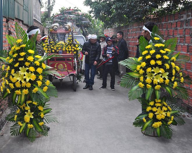 Vụ tai nạn 8 cán bộ xã tử vong: Xót xa cảnh 5 nấm mộ cạnh nhau trong bán kính 100 mét - Ảnh 2.