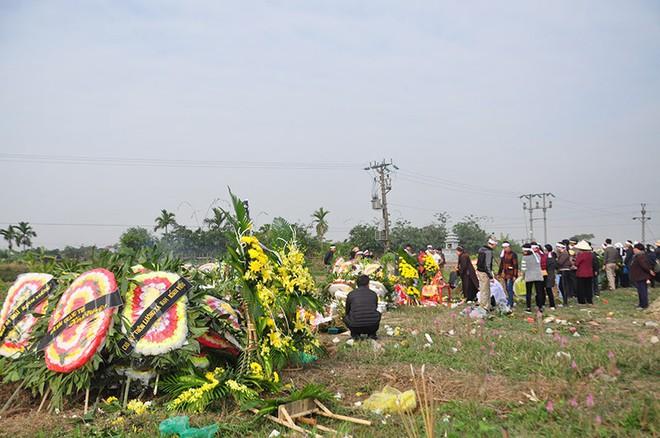 Vụ tai nạn 8 cán bộ xã tử vong: Xót xa cảnh 5 nấm mộ cạnh nhau trong bán kính 100 mét - Ảnh 18.