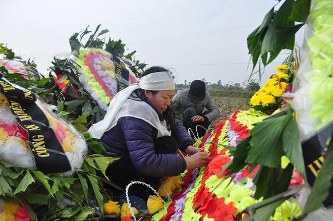 Vụ tai nạn 8 cán bộ xã tử vong: Xót xa cảnh 5 nấm mộ cạnh nhau trong bán kính 100 mét - Ảnh 22.