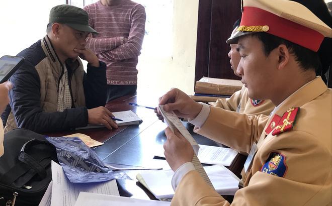 Tài xế xe giường nằm và taxi dương tính với ma túy trên đường chở khách vào Nghệ An