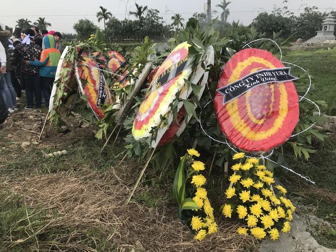 Vụ tai nạn 8 cán bộ xã tử vong: Xót xa cảnh 5 nấm mộ cạnh nhau trong bán kính 100 mét - Ảnh 27.