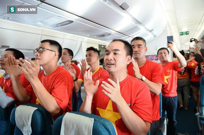 Hàng trăm CĐV đến Dubai tiếp lửa cho tuyển Việt Nam, người hâm mộ trong nước bắt đầu khuấy động không khí - Ảnh 2.