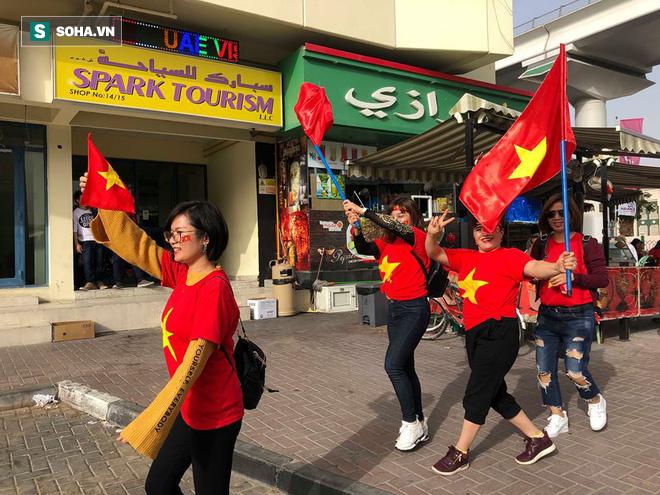 CĐV đến sân tiếp lửa cho tuyển Việt Nam từ sớm, người hâm mộ trong nước bắt đầu khuấy động không khí - Ảnh 5.