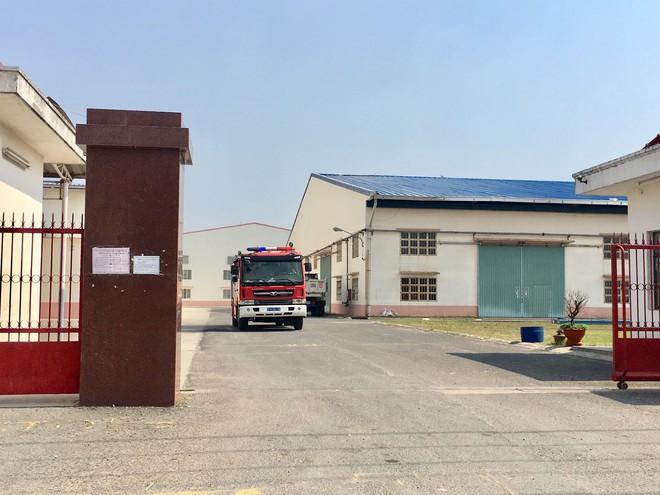 [Nóng] Nổ lớn trong công ty ở Bình Dương, 1 người chết, 3 người bỏng nặng - Ảnh 1.
