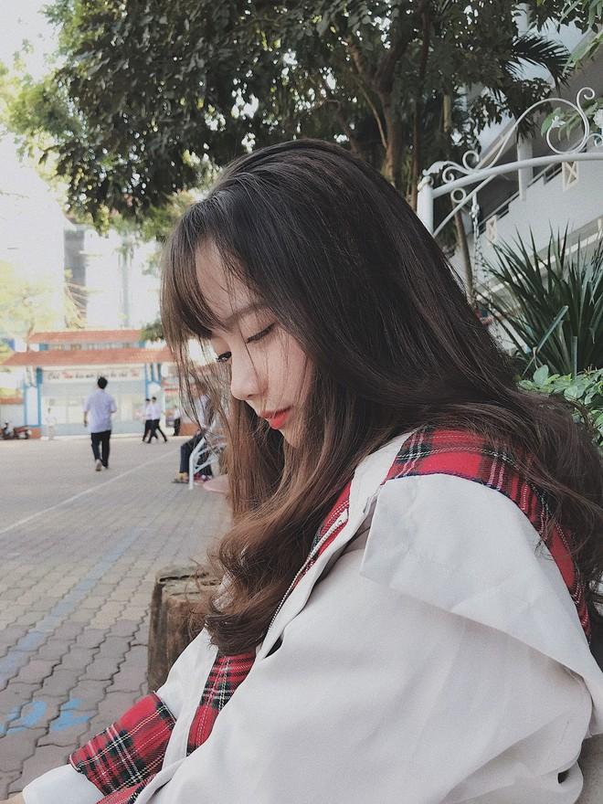 Nữ sinh Việt khiến dân mạng và truyền thông Trung Quốc phát cuồng vì bức ảnh mặc áo dài với mái tóc mây siêu đẹp - Ảnh 3.