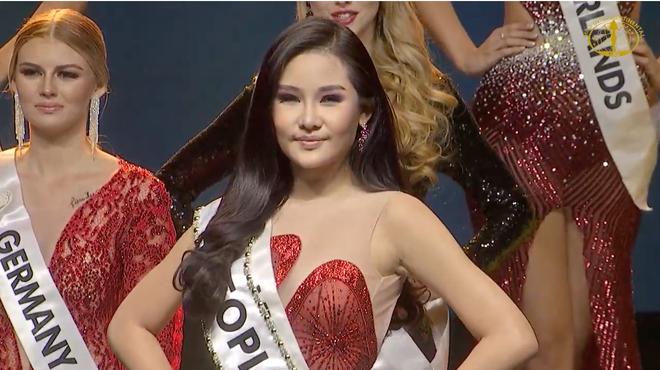 [Cập nhật] Chung kết Hoa hậu Liên lục địa 2018: Biểu cảm của Ngân Anh khi chính thức được gọi tên vào top 6 - Ảnh 1.