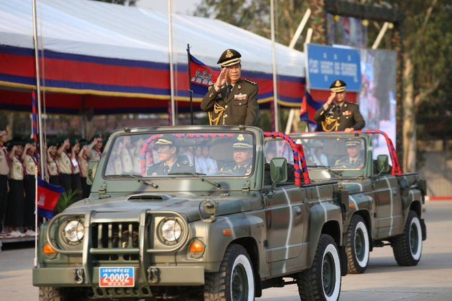 Không chịu kém Lào, Quân đội Campuchia phô diễn vũ khí tối tân kỷ niệm 20 năm thành lập - ảnh 1