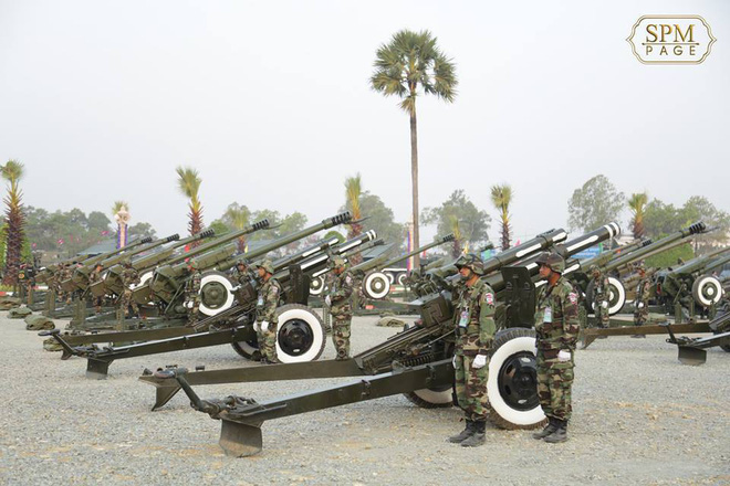 Không chịu kém Lào, Quân đội Campuchia phô diễn vũ khí tối tân kỷ niệm 20 năm thành lập - ảnh 10