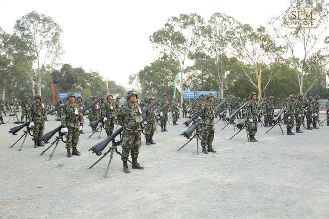 Không chịu kém Lào, Quân đội Campuchia phô diễn vũ khí tối tân kỷ niệm 20 năm thành lập - ảnh 12