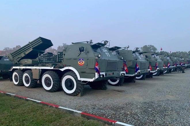Không chịu kém Lào, Quân đội Campuchia phô diễn vũ khí tối tân kỷ niệm 20 năm thành lập - ảnh 9