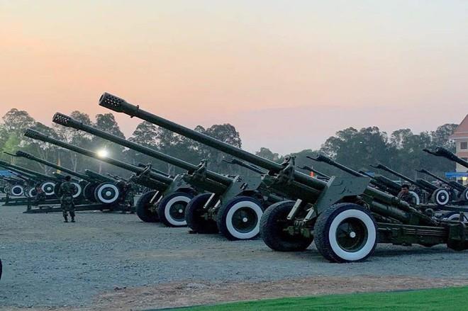 Không chịu kém Lào, Quân đội Campuchia phô diễn vũ khí tối tân kỷ niệm 20 năm thành lập - ảnh 8
