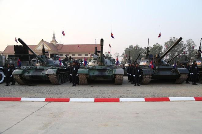Không chịu kém Lào, Quân đội Campuchia phô diễn vũ khí tối tân kỷ niệm 20 năm thành lập - ảnh 6