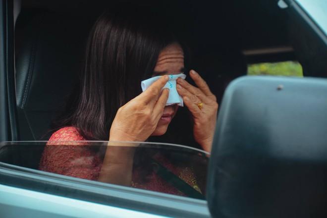 Cô dâu ôm người nhà khóc trong ngày lấy chồng xa, những hình ảnh khiến nhiều người nghẹn ngào  - Ảnh 3.