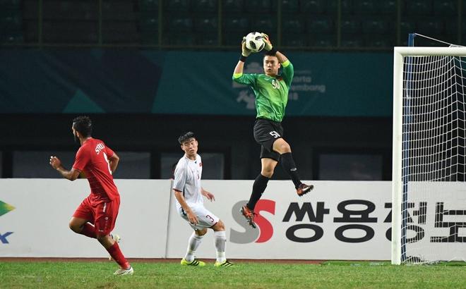 Thủ môn Bùi Tiến Dũng gia nhập Hà Nội FC, làm đồng đội với Quang Hải, Đình Trọng