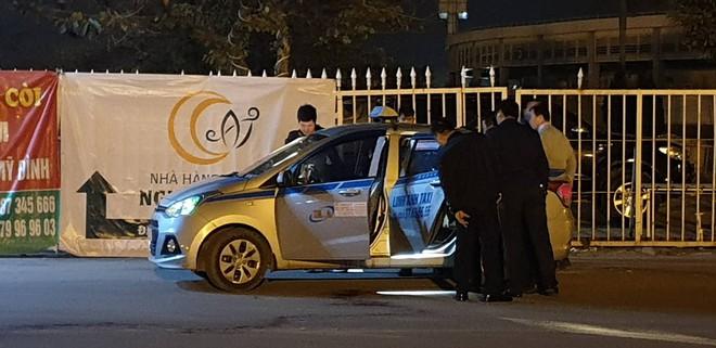 Khởi tố nam thanh niên cứa cổ tài xế taxi trước sân vận động Mỹ Đình - Ảnh 1.