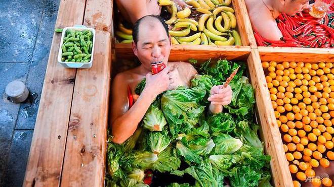 Khám phá lẩu người hút du khách tại Trung Quốc - Ảnh 3.
