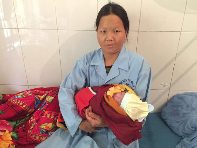 Chuyện hy hữu ngày 26 Tết ở Hà Giang: Bác sỹ đỡ đẻ cho thai phụ dưới khe núi sâu 10m - Ảnh 2.