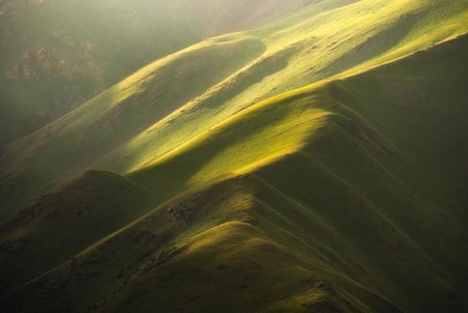 """Thiên nhiên hùng vĩ ở Kyrgyzstan đẹp đến """"nghẹt thở"""" - Ảnh 2."""
