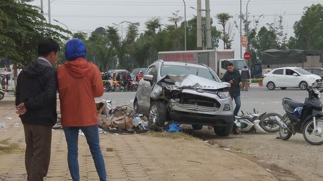 Vụ xe điên tông vợ chồng tử vong: Người dân vẫy xe tải đưa nạn nhân đi cấp cứu - Ảnh 4.
