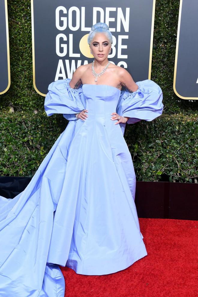 Quả Cầu Vàng 2019: Tác phẩm về huyền thoại nhạc rock đánh bại phim của Lady Gaga giành tượng vàng - Ảnh 1.