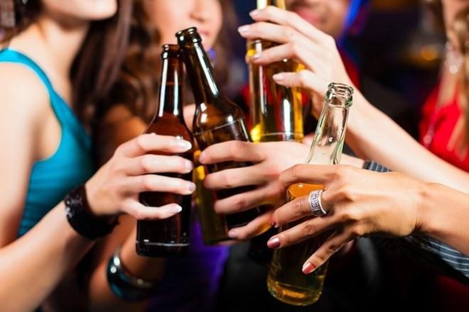 Bia và rượu, cái nào hại sức khỏe hơn? - Ảnh 1.