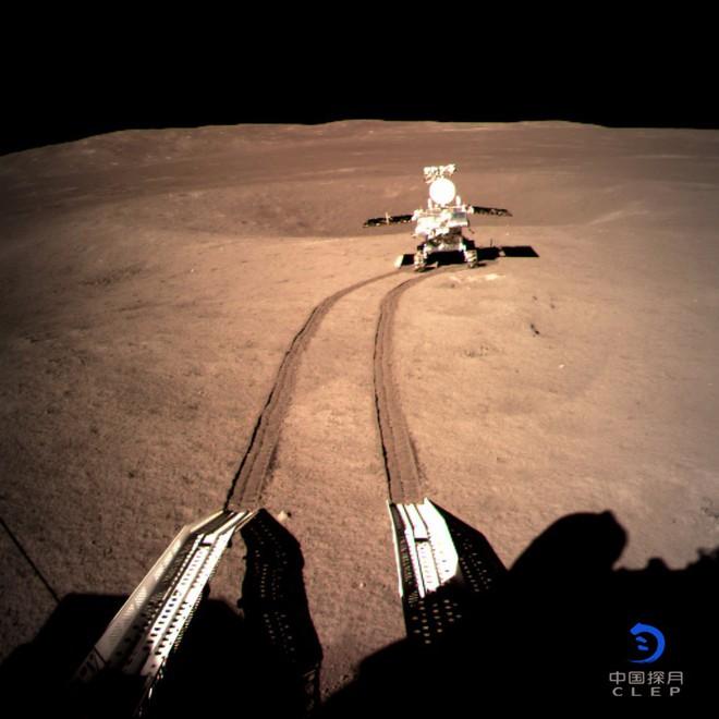 Những bức ảnh đầu tiên về vùng tối của Mặt Trăng từ tàu Hằng Nga 4 - Ảnh 4.