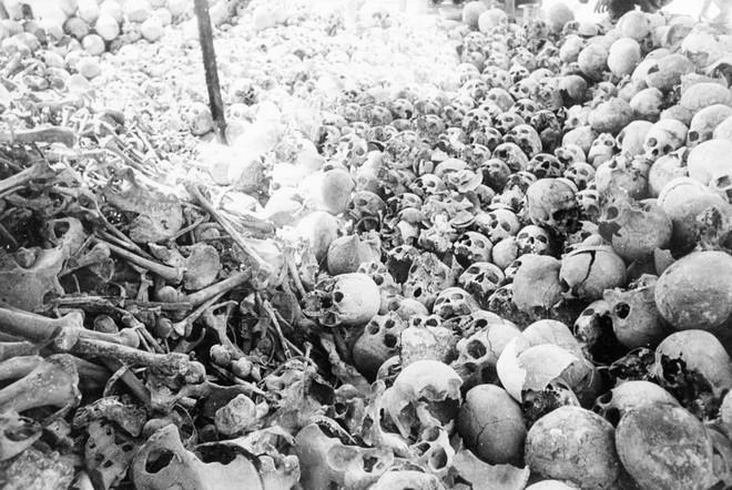 Chuyện làm phim về Khmer Đỏ: Hãy để những hình ảnh khủng khiếp này nói lên sự thật - Ảnh 1.