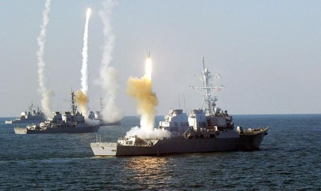 Mưa tên lửa Tomahawk Mỹ chờ ụp xuống Syria: Bàn tay hòa bình bỗng thành nắm đấm? - Ảnh 2.