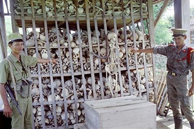 """Thủ đoạn duy nhất của Khmer Đỏ là mệnh lệnh của """"Angkar"""" và súng AK-47 - Ảnh 5."""