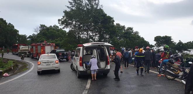 Hiện trường kinh hoàng vụ xe khách chở hàng chục sinh viên lao xuống vực sâu ở đèo Hải Vân - Ảnh 5.