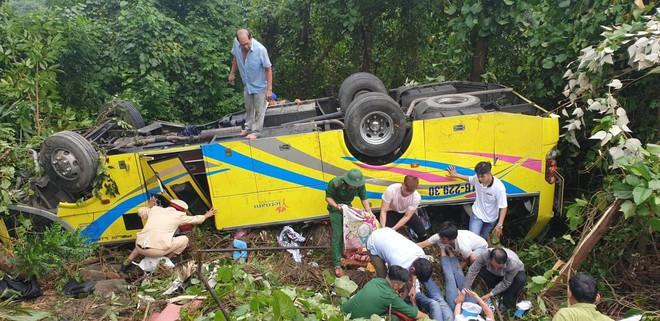 Hiện trường kinh hoàng vụ xe khách chở hàng chục sinh viên lao xuống vực sâu ở đèo Hải Vân - Ảnh 3.