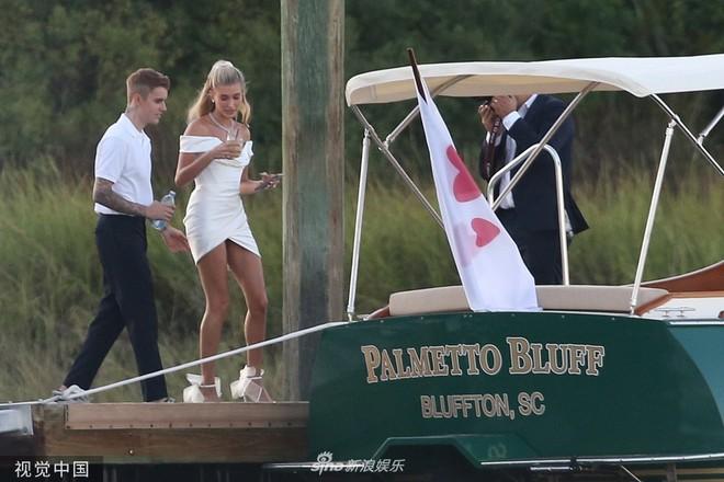 Hình ảnh cực hiếm trong đám cưới bí mật, đóng cửa với truyền thông của Justin Bieber - Ảnh 2.