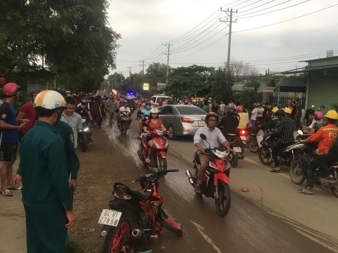 Hàng trăm người dân đổ ra đường xem tai nạn liên hoàn, 3 người thương vong - Ảnh 1.