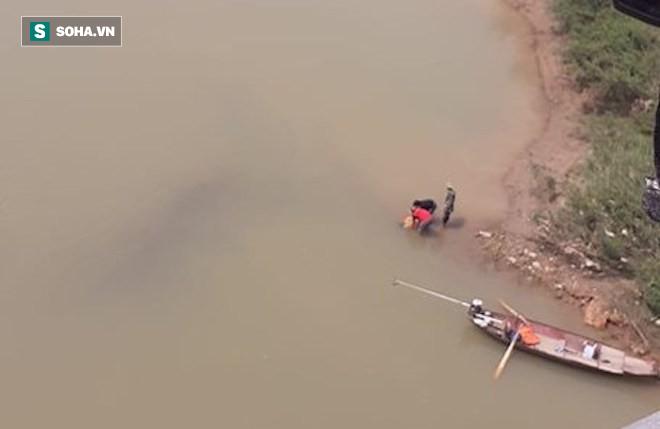 Thiếu nữ bỏ lại xe đạp trên cầu, nhắn tin về cho gia đình rồi nhảy xuống sông tự tử - Ảnh 2.