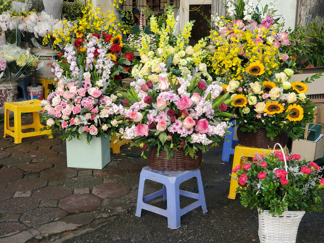 Bó hoa trăm bông hồng cháy hàng 20/10, dân buôn làm đến 2h sáng không hết việc - Ảnh 5.