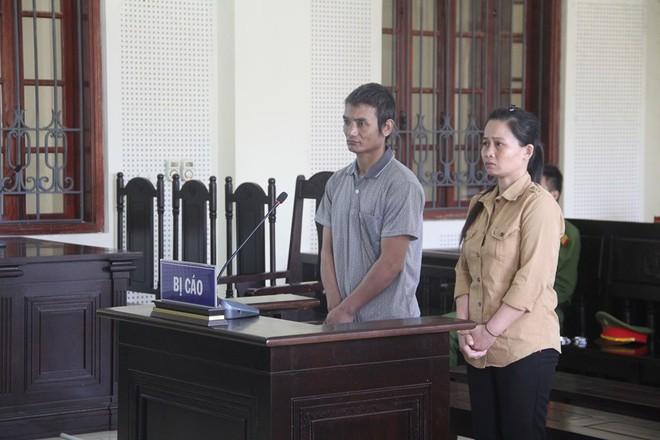 Cặp đôi rủ bé gái 8 tuổi đi tìm mẹ rồi lừa bán sang Trung Quốc làm vợ - Ảnh 1.