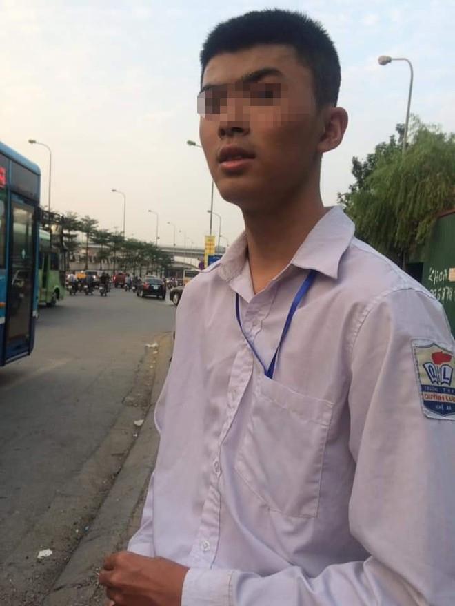 Nam sinh Nghệ An chạy xe máy ra Hà Nội tìm bạn gái qua mạng rồi bị lạc - Ảnh 1.