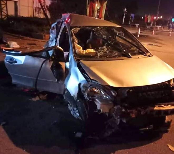 Xe khách đâm taxi ở ngã tư đường khiến 3 hành khách tử vong, tài xế nguy kịch - Ảnh 2.