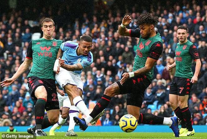 'Hủy diệt' Aston Villa trong hiệp 2, Man City áp sát Liverpool - Ảnh 1.